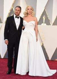 Леди Гага с женихом Тейлором Кинни