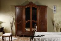 Шкаф в спальню из массива дерева 1