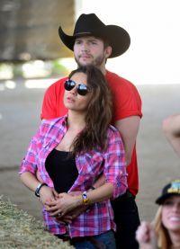 Эштон и Мила Кунис в ожидании рождения дочери