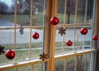 Новогодние украшения на окна5