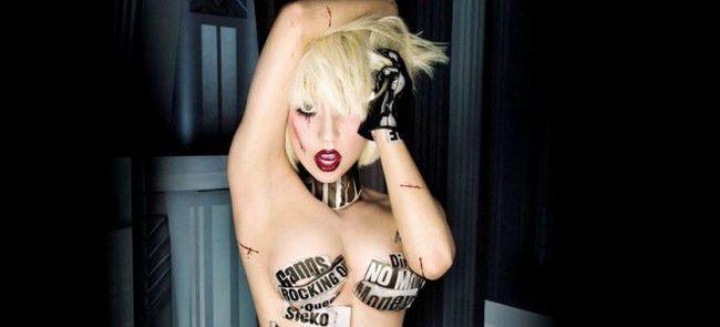 Официально за рулем Леди Гага похвасталась водительскими правами
