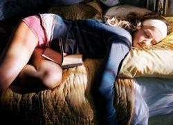 Почему люди разговаривают во сне?