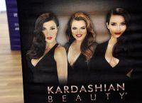 Kim Kardashian Chloe și Courtney nu au fost angajate în promovarea produselor cosmetice sale