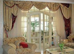 Шторы в гостиную с балконом