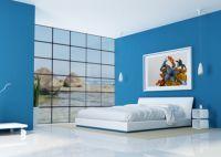 Сочетание сине-белых цветов в интерьере спальни -3