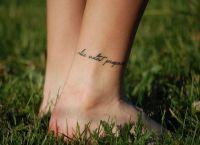 тату браслет на ноге 7