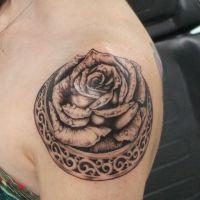 женские татуировки на плече 1