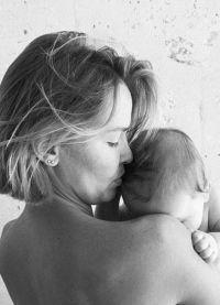 У Лары и Сэма родился первенец в марте 2015 года