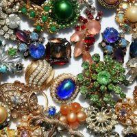 Бижута, изработени от скъпоценни камъни 1
