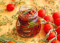 Вяленые помидоры в сушилке для овощей