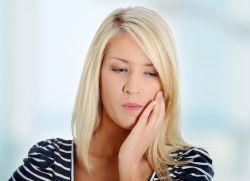 Воспалилась десна около зуба – что делать?