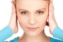 Заложило ухо при насморке – что делать?