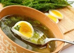 Зеленый борщ со щавелем и яйцом - рецепт