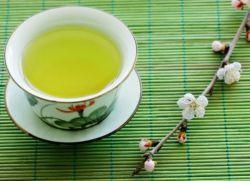 Зеленият чай на лицето