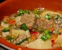 жаркое с мясом и картошкой в мультиварке