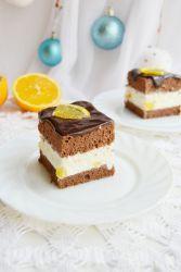 Желейный торт с фруктами и сметаной