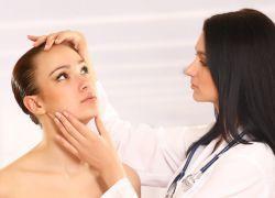 Жировик над глазом – как избавиться?