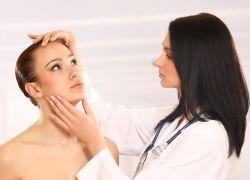 Жировики на лице – причины