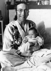 John Lennon sa svojim sinom