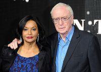 Michael Caine sa suprugom