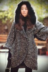 Зимнее пальто с капюшоном и мехом
