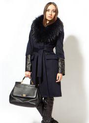 Зимнее шерстяное пальто с меховым воротником