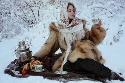 Зимние фотосессии девушек в лесу