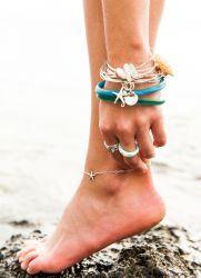 Золотой браслет на ногу с подвесками
