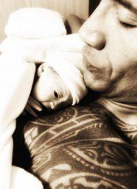 Джонсон опубликовал в Instagram первый снимок малышки Жасмин