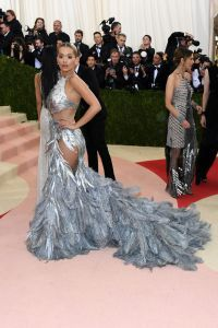 Rita Ora v prelepem Vera Wang