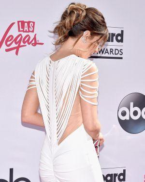 Кейт Бекинсейл появилась на премии в вечернем платье в пол от Hamel