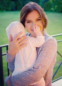 Elena Temnikova s novorođenom kćeri