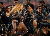 Beyonce și Bruno Mars se desprinde pe scenă